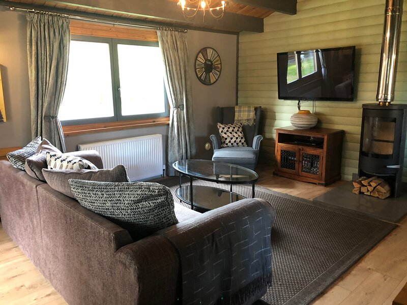 Luxury 2 Bedroom Lodge with Hot Tub, holiday rental in Digby