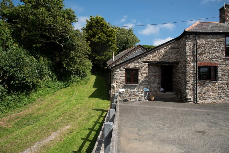 3/4 Bed barn conversion in hidden hamlet close to the SW Coastal path Noss Mayo, vacation rental in Noss Mayo