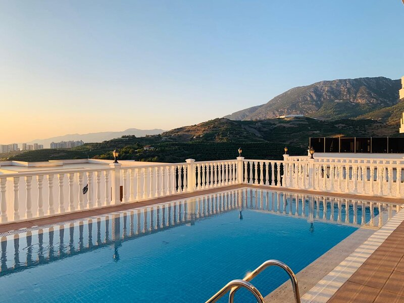 Super Luxurious House With Amazing View, location de vacances à Yesiloz
