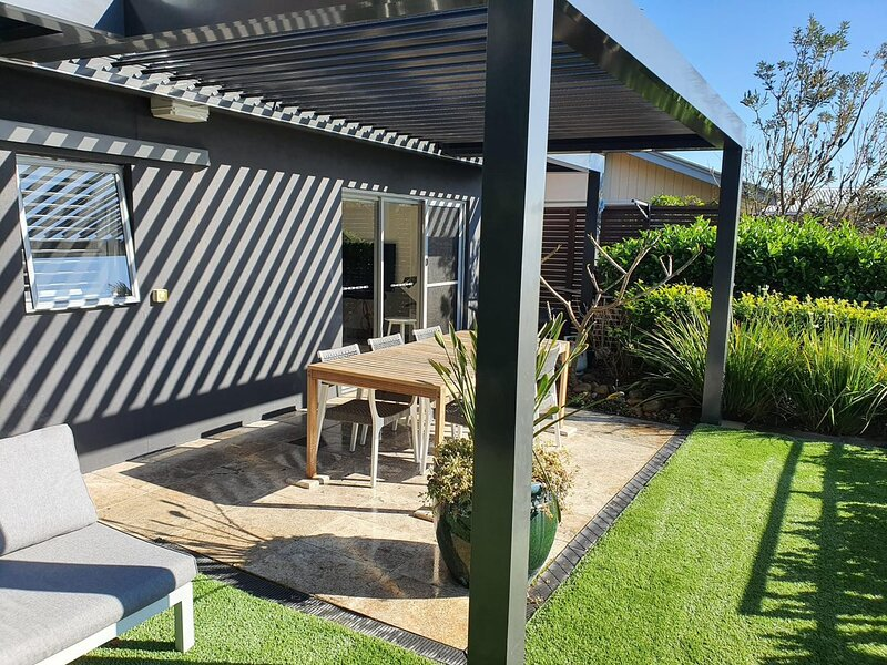 Cliff Top Hideaway - North Curl Curl, NSW, holiday rental in Greater Sydney