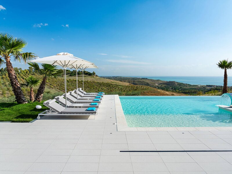 LocalitaCamemi Superiore Villa Sleeps 6 with Pool Air Con and WiFi - 5872311, holiday rental in Ribera