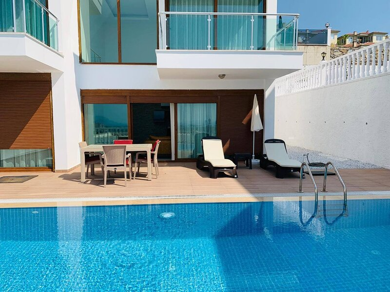 Best Quality Modern Villa With Private Pool, location de vacances à Yesiloz