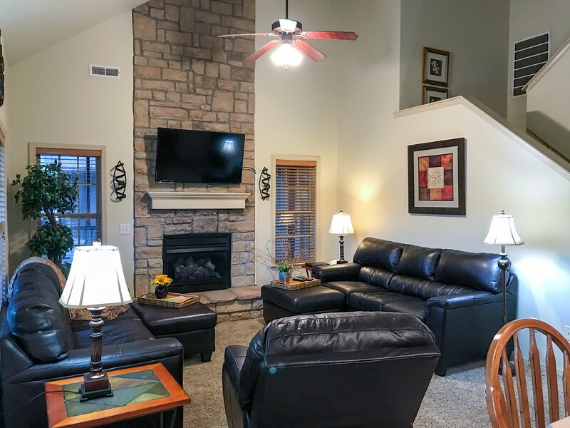 Easy Elderly Access, Close to SDC and Strip, vacation rental in Branson