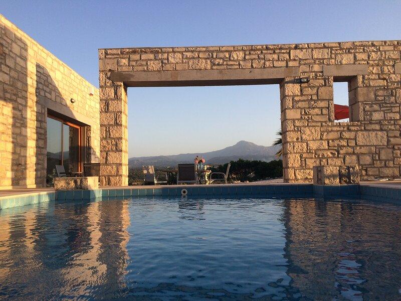 Villa de vacances avec piscine privé Crète/ Rethymnon, aluguéis de temporada em Kato Valsamonero