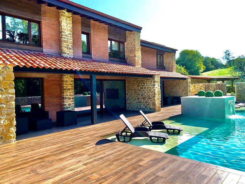 Villa formada por dos apartamentos en parcela de 2700 m2 con piscina., location de vacances à Cavandi