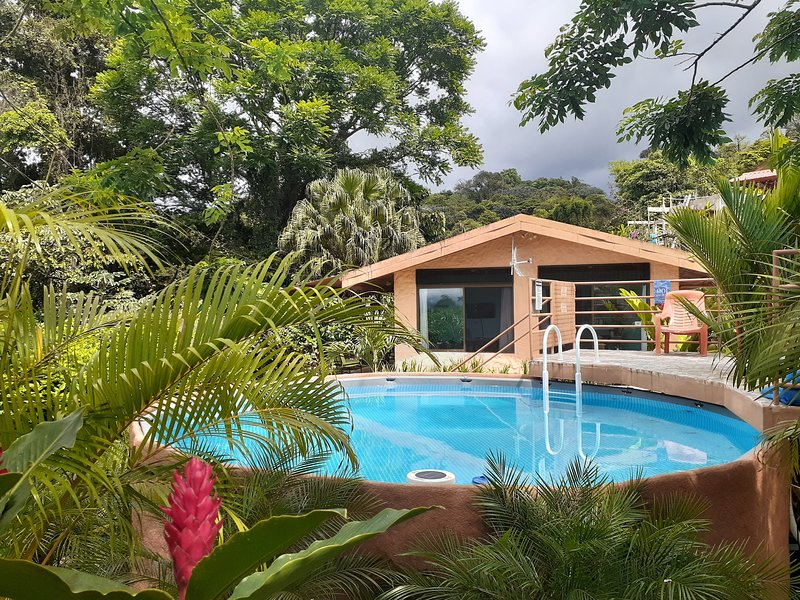 Encantada Guest House: Private Paradise Just for Two, Hot Tub + Free Night Hike!, holiday rental in El Castillo