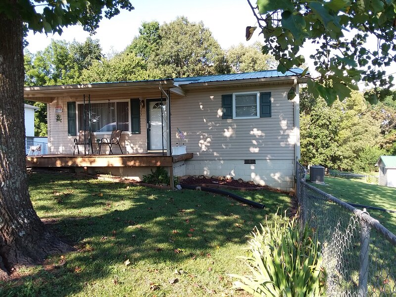 Cozy / Dog Friendly home close to Cherokee Lake!, holiday rental in Rogersville