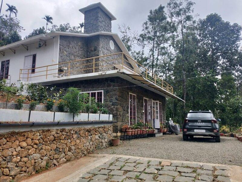 Semni Escape Plantation Bungalow, vacation rental in Kanchiyar