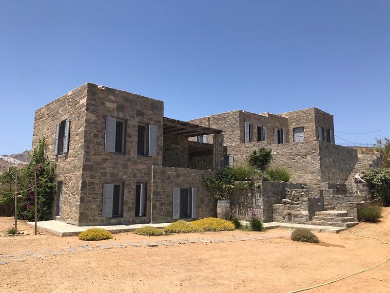 Amazing Stone House in Agios Sostis, vacation rental in Serifos