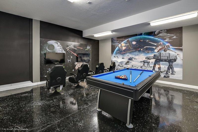 Disney new 6 Bed/6br Luxury Jacuzzi Pool Home at ChampionsGate No Rear Neighbor, alquiler de vacaciones en ChampionsGate