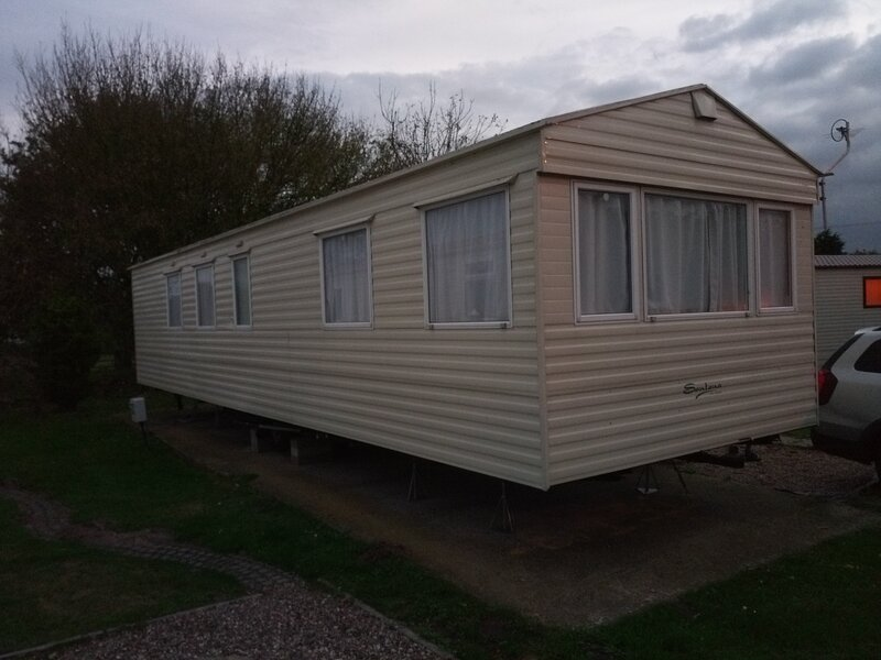 4 Berth Caravan in Burgh Castle, Norfolk Broads UK, location de vacances à Fritton