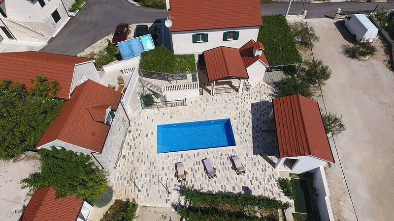 Villa Fuga, Dalmatia, Croatia traditional countryside stonehouse, eco-friendly, alquiler de vacaciones en Omis