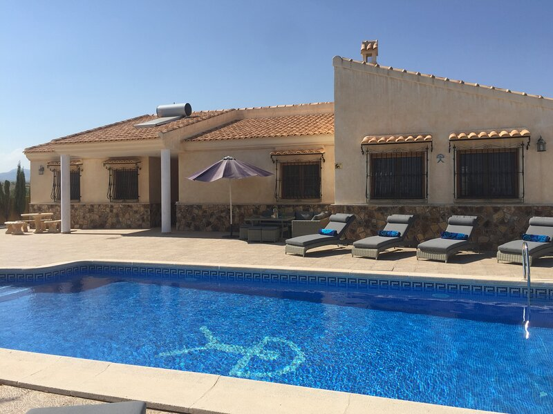Villa Los Filabres - Luxury Villa, Views,  Pool, holiday rental in Arboleas