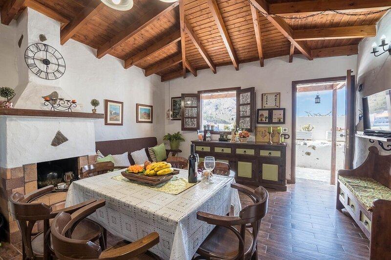 Beautiful house with mountain view, alquiler de vacaciones en Santiago del Teide