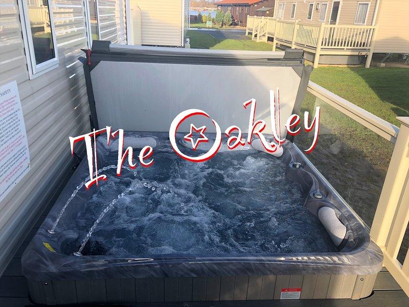 The Oakley Caravan and Hot Tub at Tattershall Lakes Country Park, alquiler de vacaciones en Woodhall Spa