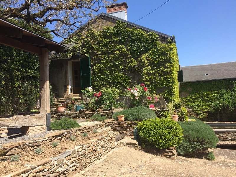 CHARMING 2 BED COTTAGE, vacation rental in Curvalle
