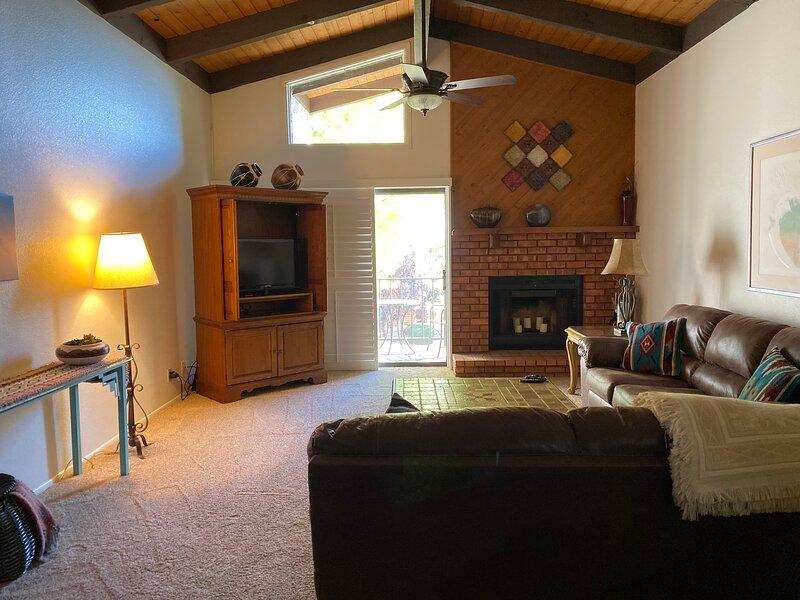 Sedona Getaway,  3 Bedrooms,  2 Baths, Pool, Hot Tubs, Tennis, Red Rock hiking, holiday rental in Village of Oak Creek