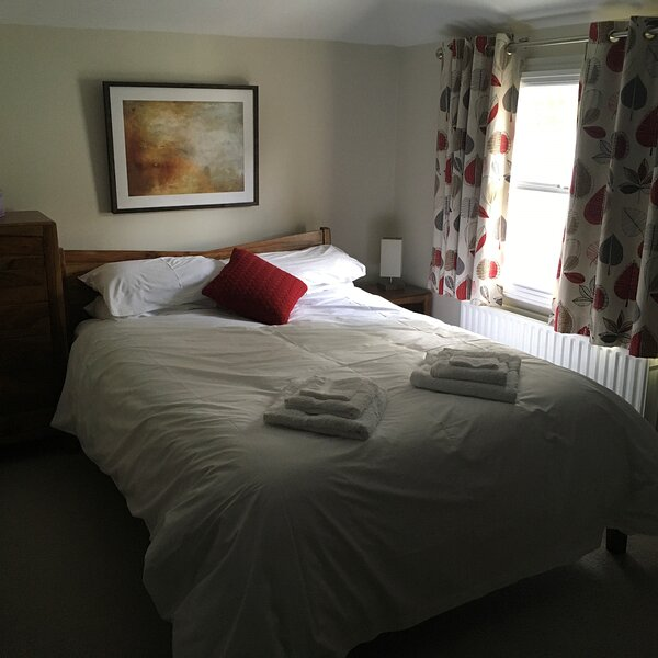 Hampton Court Holiday Home, holiday rental in Cobham
