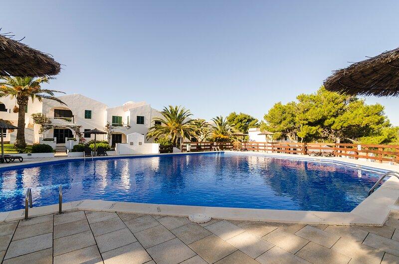 Happy Menorca apartamento duplex, aire acondicionado,piscina, wiffi,barbacoa, location de vacances à Es Grau
