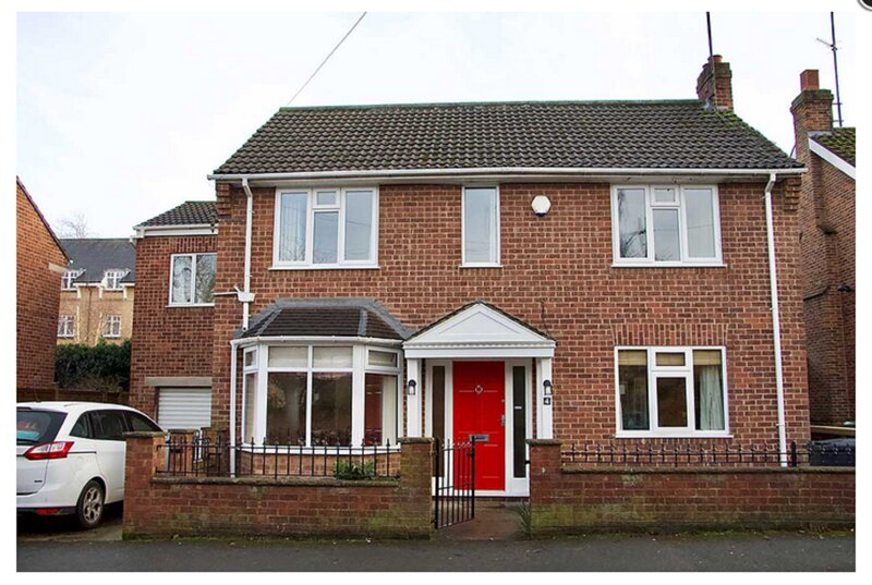Minster House. A six bedroomed detatched house, close to the City Centre