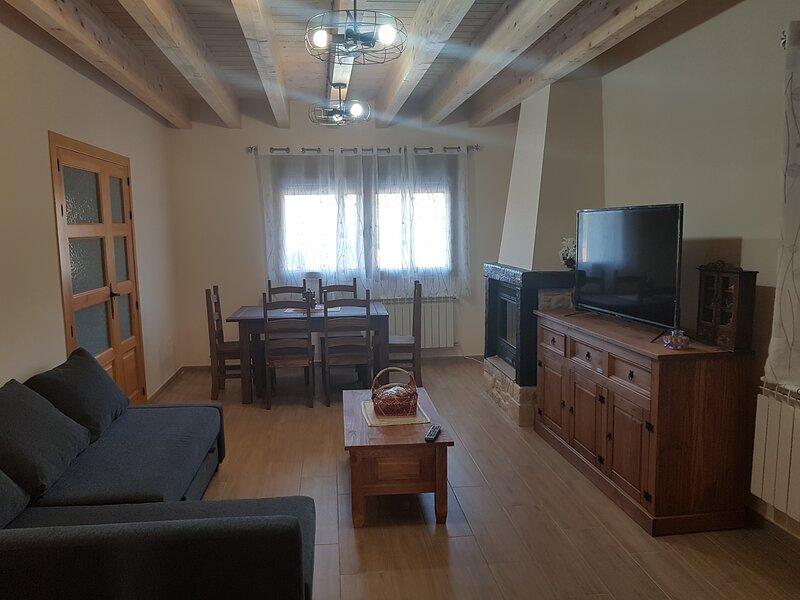 CASA RURAL  EL PARAMO DE ALDEAYUSO, holiday rental in San Miguel de Bernuy