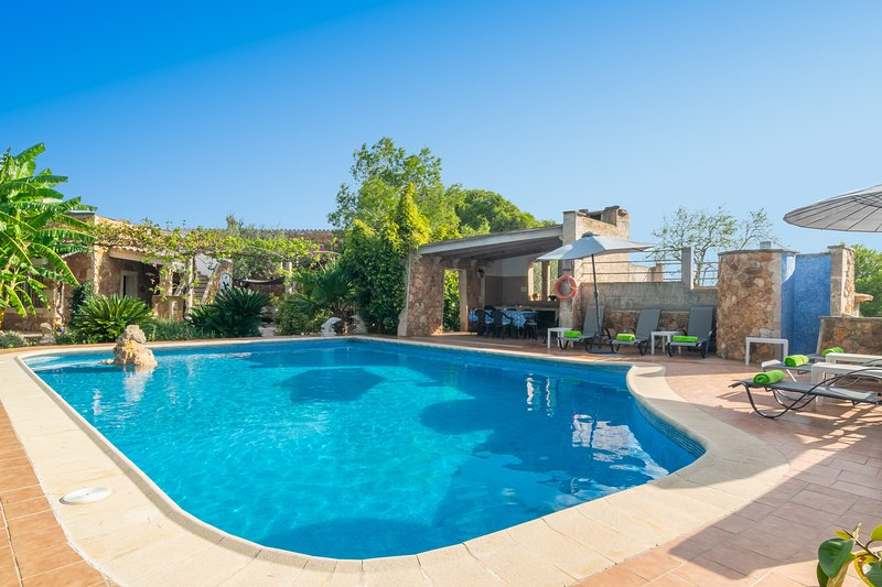 SES PLANETES - Villa for 10 people in Porto Colom, holiday rental in Cala Marcal