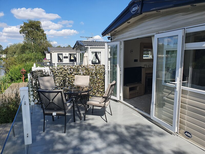 Lakeside fishing holiday lodge in in Tattershall Lakes Country Park, alquiler de vacaciones en Woodhall Spa