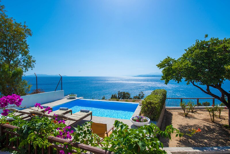 HELIDONI HILL SEAVIEW VILLA, holiday rental in Rodia