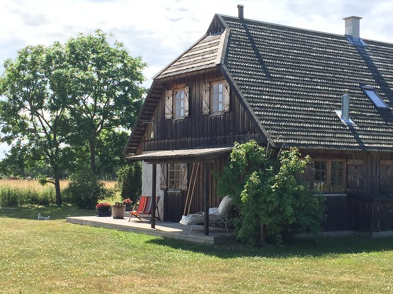 Secluded Manor House, magical location with beach – semesterbostad i Saaremaa