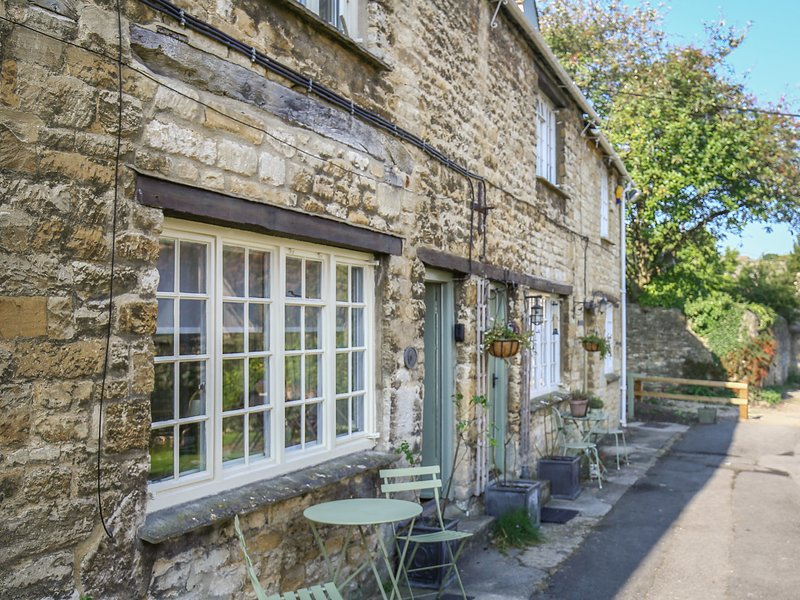 6 GEORGE YARD, perfect for couples, Burford, location de vacances à Holwell
