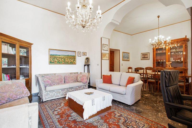 Big apartment with terrace & Wifi, alquiler vacacional en Cava De' Tirreni