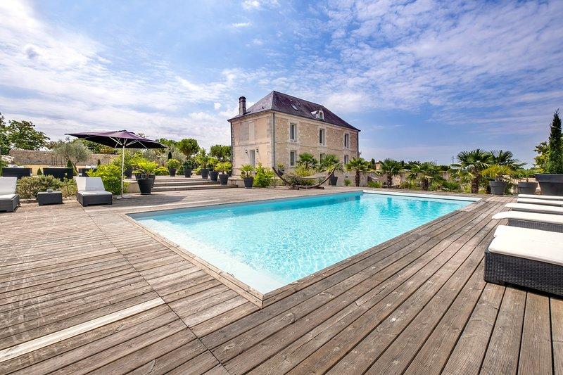 Villa de Font Verriere - Maison de maître avec piscine, vacation rental in Vaux-Rouillac