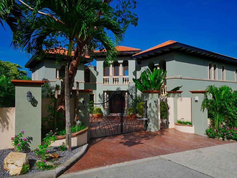 Casa Lynda for 8 people, aluguéis de temporada em Flowers Bay