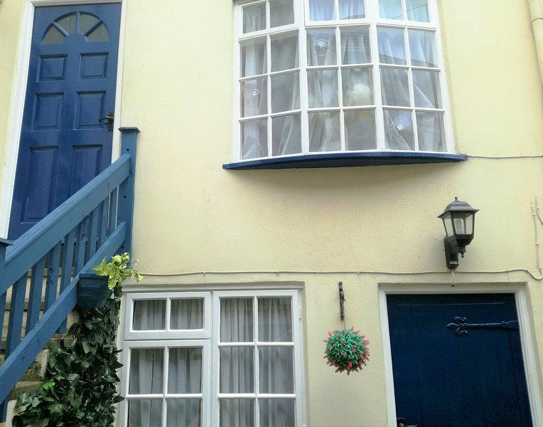 Awd Tuts 17th Century Fishermans Cottage next to the harbour, alquiler vacacional en Whitby