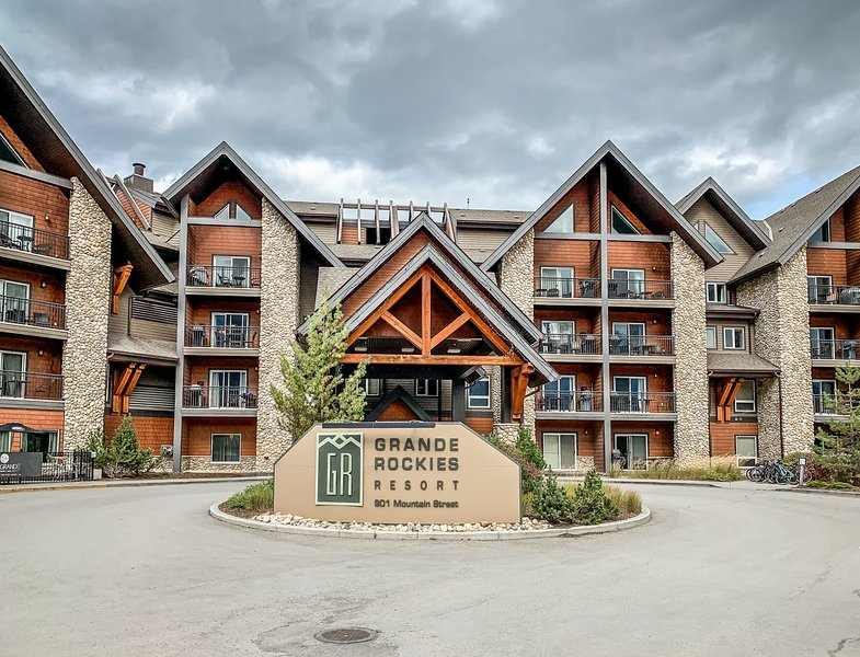 Instant Suites-  2BR Suite in ❤️ of Canmore, holiday rental in Canmore
