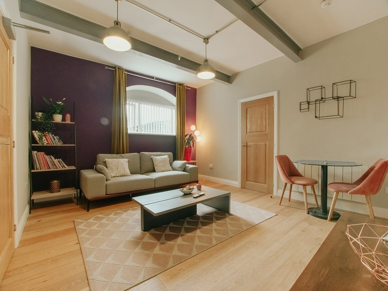 Cheap, Chic & Cheerful pad in Historic building, vacation rental in Sheffield