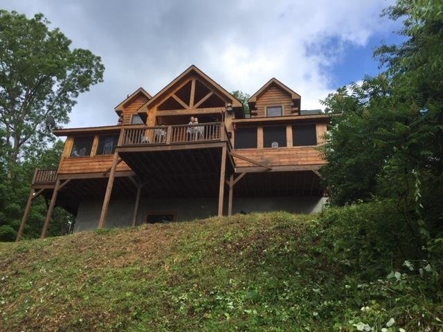 Bearfeet Retreat, holiday rental in Marshall