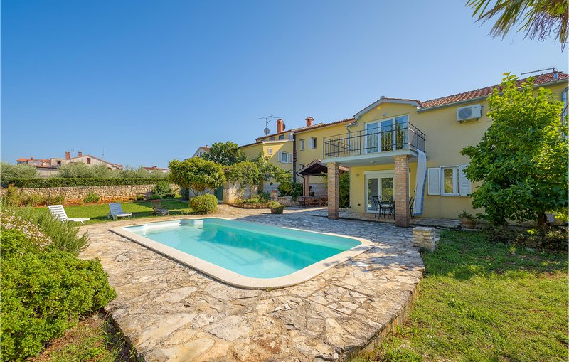 Amazing home in Porec with Outdoor swimming pool and 4 Bedrooms (CIE945), holiday rental in Veli Maj