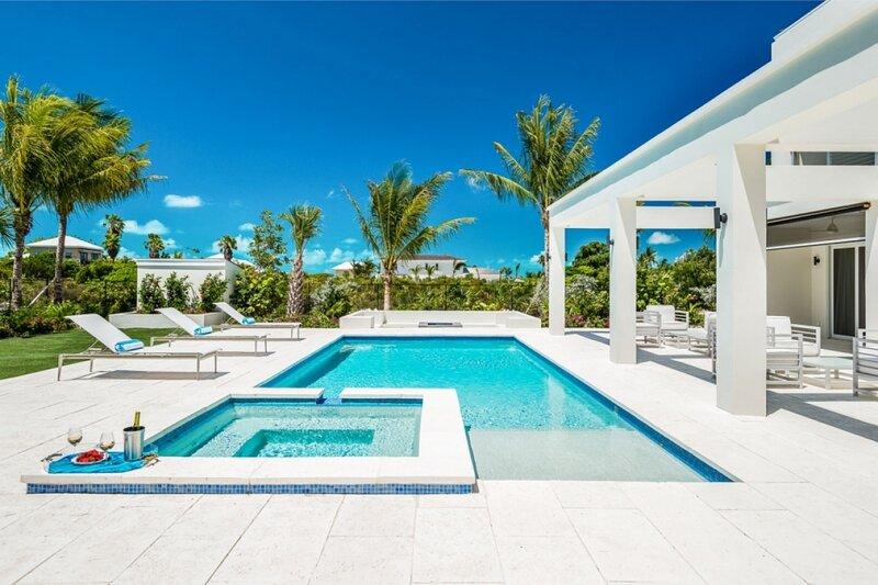 Turquoise Villa | Near Ocean - Located in Magnificent Grace Bay with Private Po, alquiler de vacaciones en Leeward