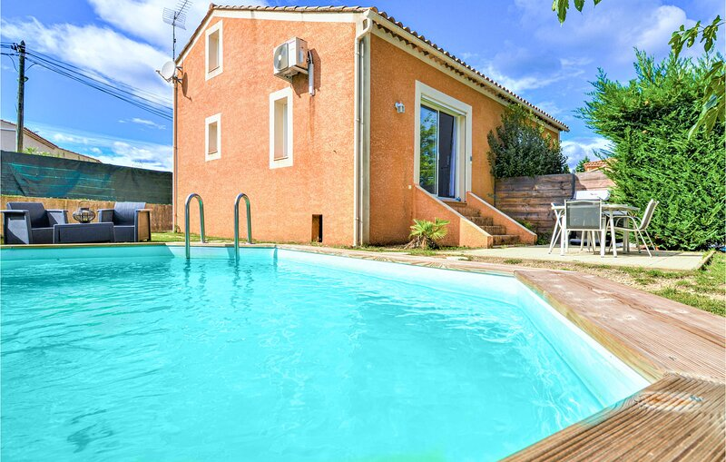Nice home in Montaren et st mediers with Outdoor swimming pool and 2 Bedrooms (F, holiday rental in Serviers-et-Labaume