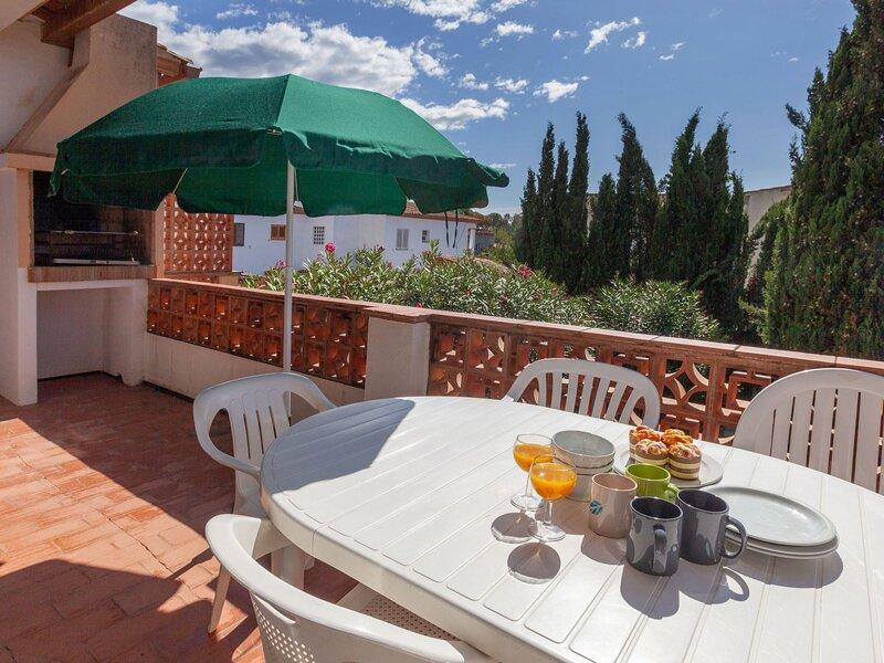 Adelfa apt 6, vakantiewoning in Torroella de Fluvia