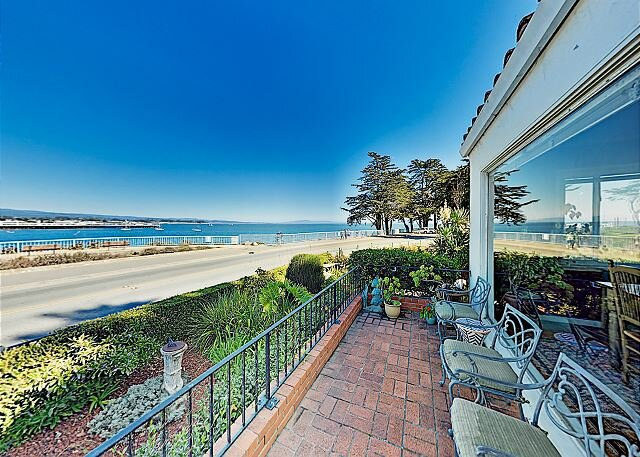 Surfside Spanish-Style Home | Stunning Monterey Bay Views & Private Hot Tub, location de vacances à Bonny Doon