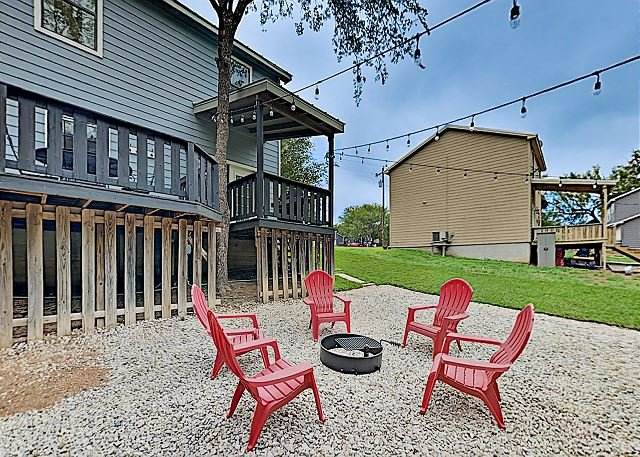 Blue Casa Rio | Riverfront Oasis with Private Beach, Deck & Fire Pit, holiday rental in Bluffton