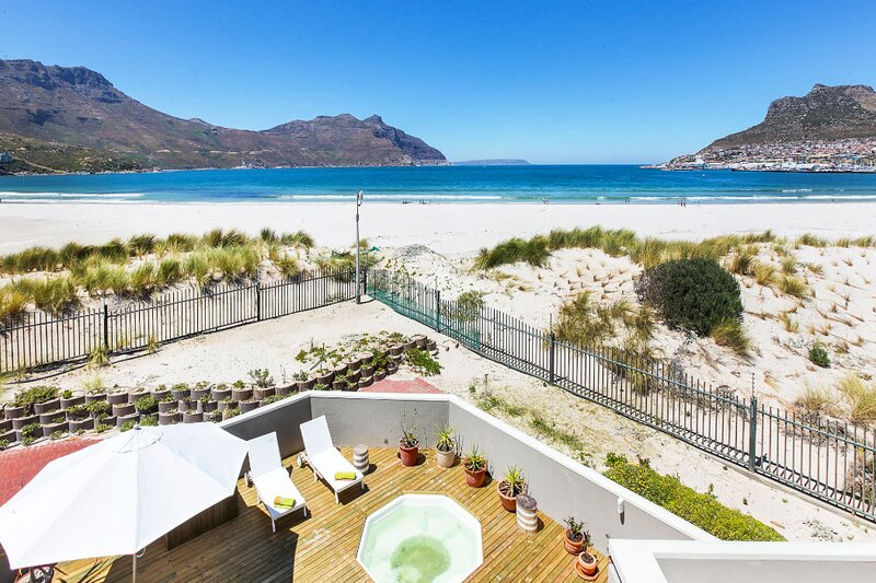 Modern Beach House with Uninterrupted Sea Views – semesterbostad i Hout Bay
