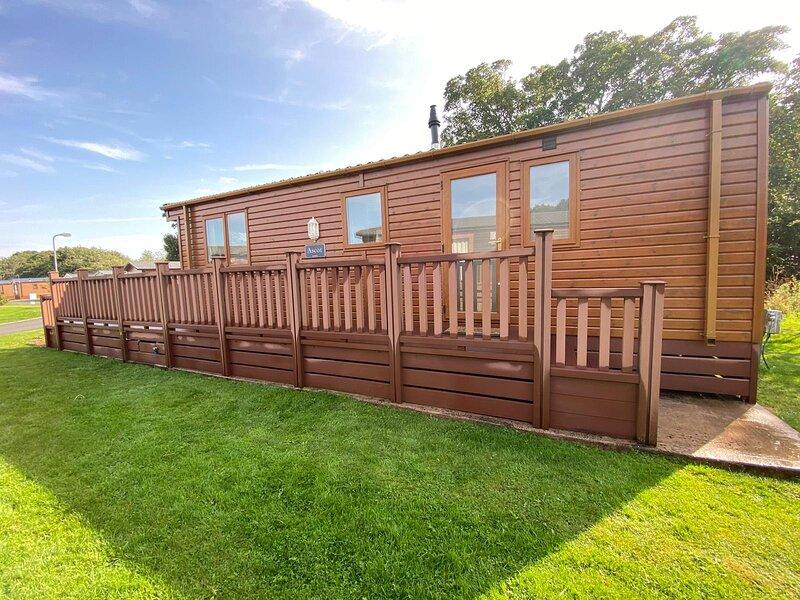 Ascot Lodge - Hot Tub Hideaway, vacation rental in Longhorsley