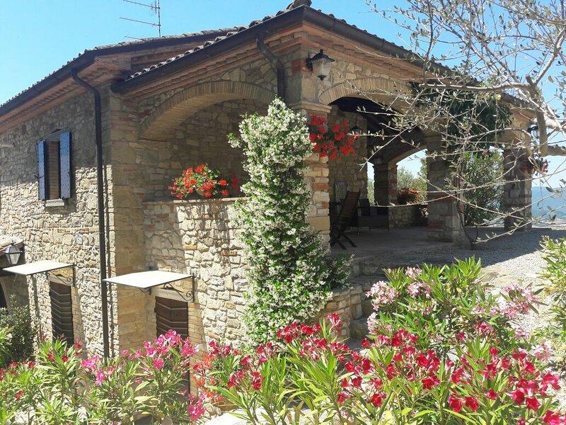 Villa Storie di Borgo, vacation rental in Monte Santa Maria Tiberina