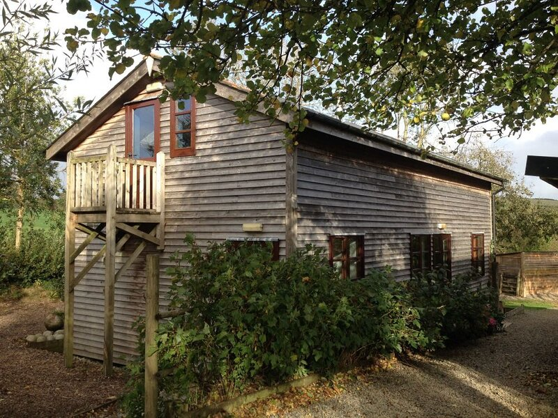 Eco friendly 2-Bed lodge in Torrington, holiday rental in Sheepwash