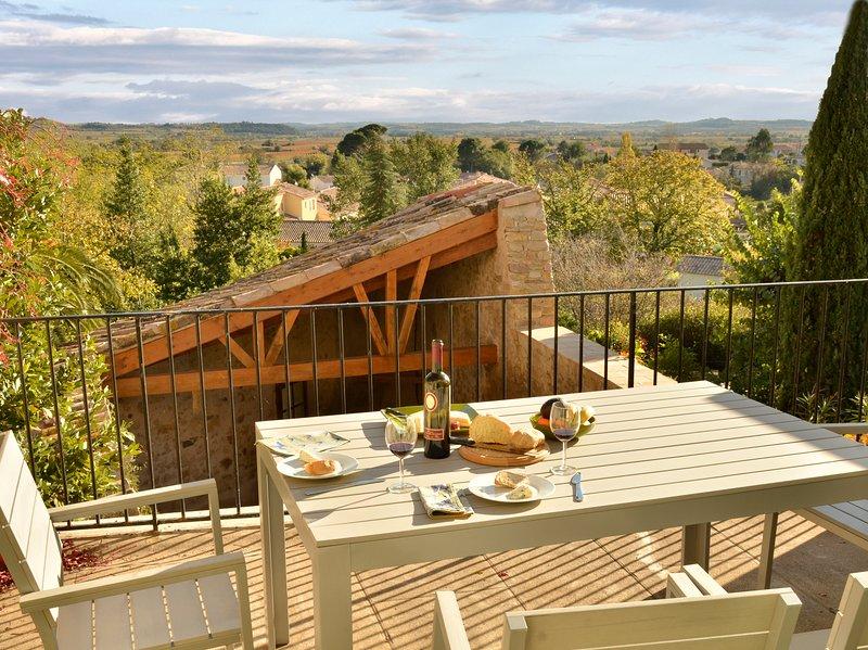 L'Olivier; a sunny house with great views in the Languedoc, Occitanie,, location de vacances à Neffiès