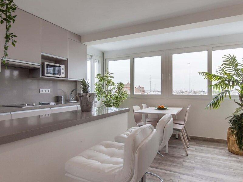 Fantastic penthouse terrace Corazón Sevilla-Triana, holiday rental in Olivares