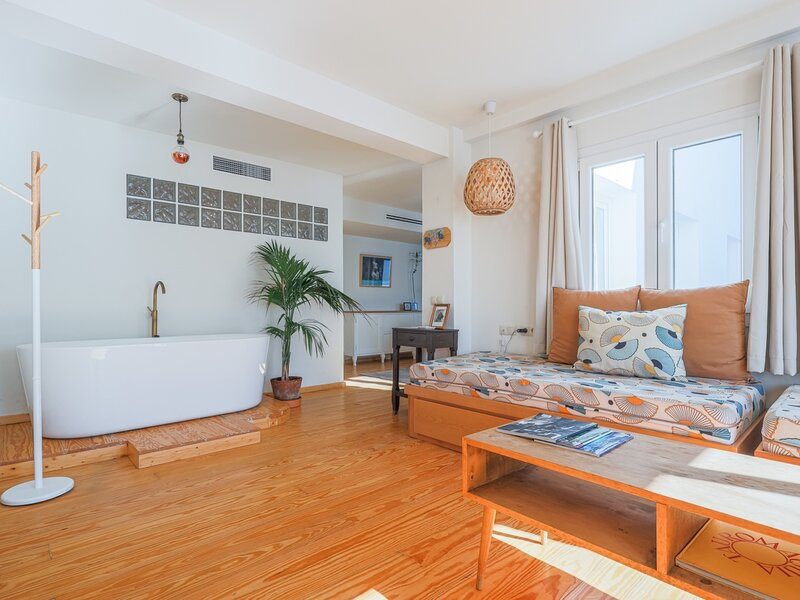 COZY 1BR APT RECENTLY RENOVATED IN CITY CENTRE, location de vacances à Almaden de la Plata